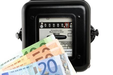 Stromzähler und Geldscheine